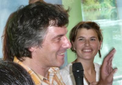 Boris Burkert bei seinen Ausführungen, Maria Anneser (rechts)