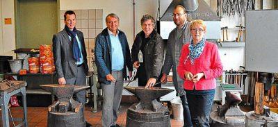 Die Grünen in der Schmiede, von links Georg Bachmeier, Karl Synek, Boris Burkert, Jan Bischof-Tilke und Christa Jungwirth. ? Foto: Wasmeier