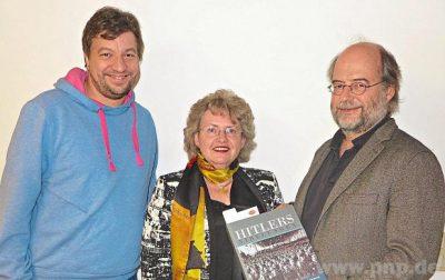 Lesung an der Uni: Anna Rosmus mit Grünen-Landeschef Eike Hallitzky (r.) und dem Vorsitzenden der Passauer Grünen, Johannes Hauck. ? Foto: Lampelsdorfer
