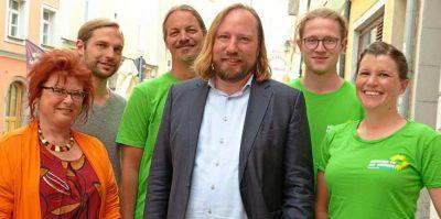 Lauter Grüne unter sich: (v.l.) Erika Träger, Toni Schuberl, Sascha Müller, Anton Hofreiter, Matthias Weigl und Maria Kalin. - Foto: Wildfeuer