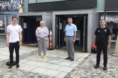 Tauschten sich vor Ort über die Herausforderungen des PEBs aus: Matthias Weigl, Birigt Fennell (Abteilungsleiterin), Alfred Thral (Betriebsleiter) und Boris Burkert