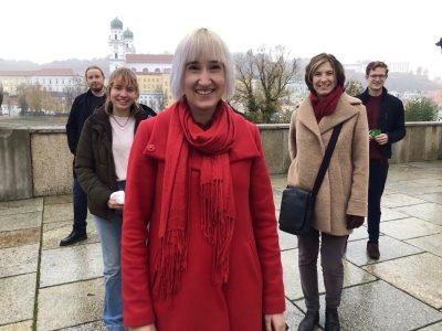 Freut sich über das Votum des Kreisvorstandes: Stefanie Auer (Mitte) soll für die Passauer GRÜNEN in den Bundestag.