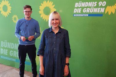 Freuten sich über ihre Wahl in den Bezirksvorstand: Stefanie Auer und Matthias Weigl